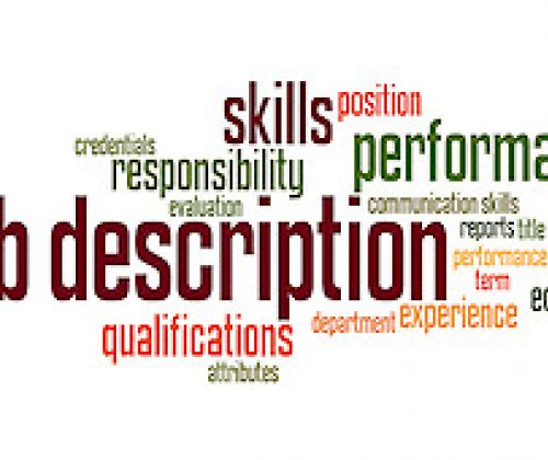 hr job descrip A broad, general, and written statement of a specific job, based on the findings of a job analysisit generally includes duties, purpose, responsibilities, scope, and working conditions of a job along with the job's title, and the name or designation of the person to whom the employee reports.